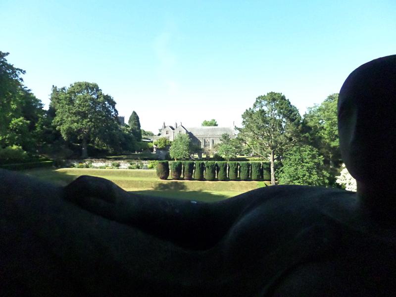 Dartington Park, Statue von Henry Moore