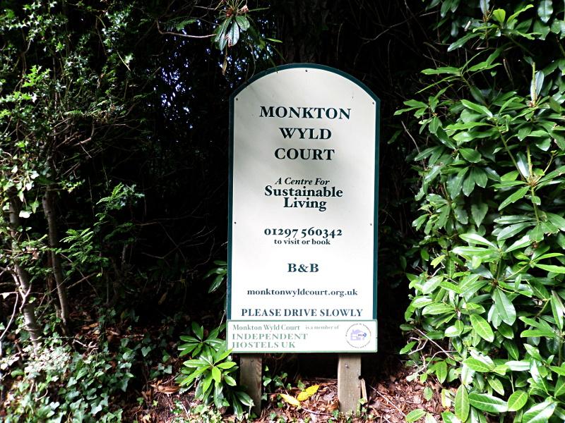 Willkommen in Monkton Wyld Court