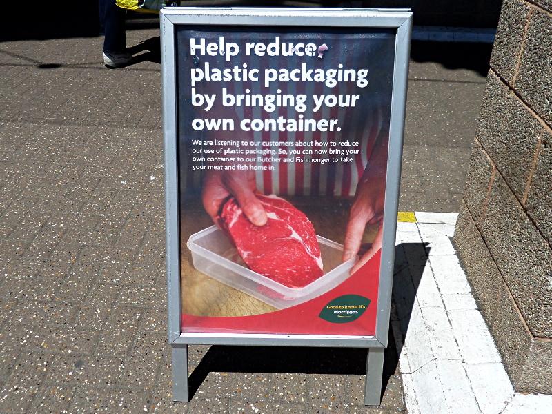 Supermarkt-Werbung für Plastikvermeidung