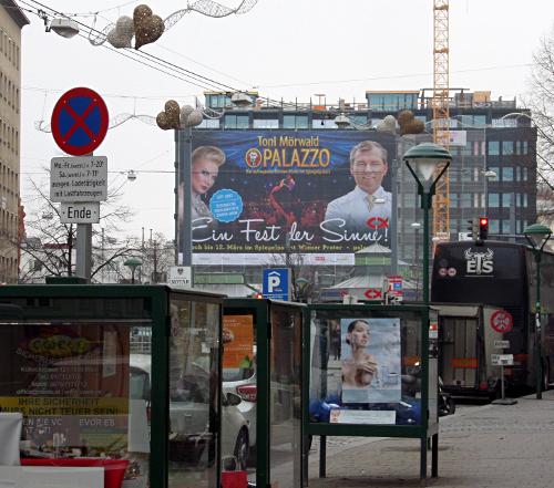 Riesenplakat am Rochusmarkt